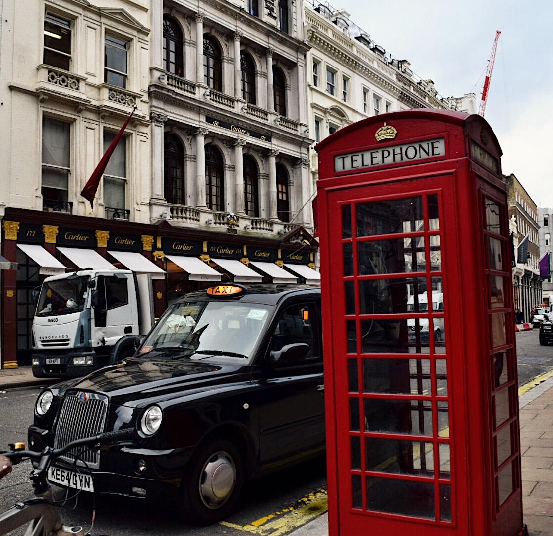 travel, london, europe, beauty, moxie, travel tips, travel beauty tips, travel like a pro, travel essentials, pack lightly, airplane, laduree, england, the uk, united kingdom